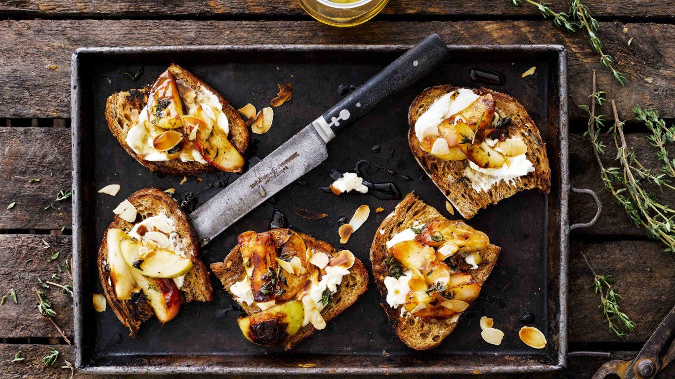 Recept till äppelbruschetta med timjan och honung
