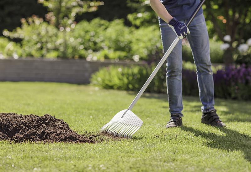 Tips hur du kan göra för att toppdressa gräsmattan