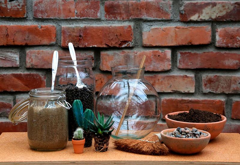 Tips på verktyg som kan användas vid plantering av en miniatyrträdgård