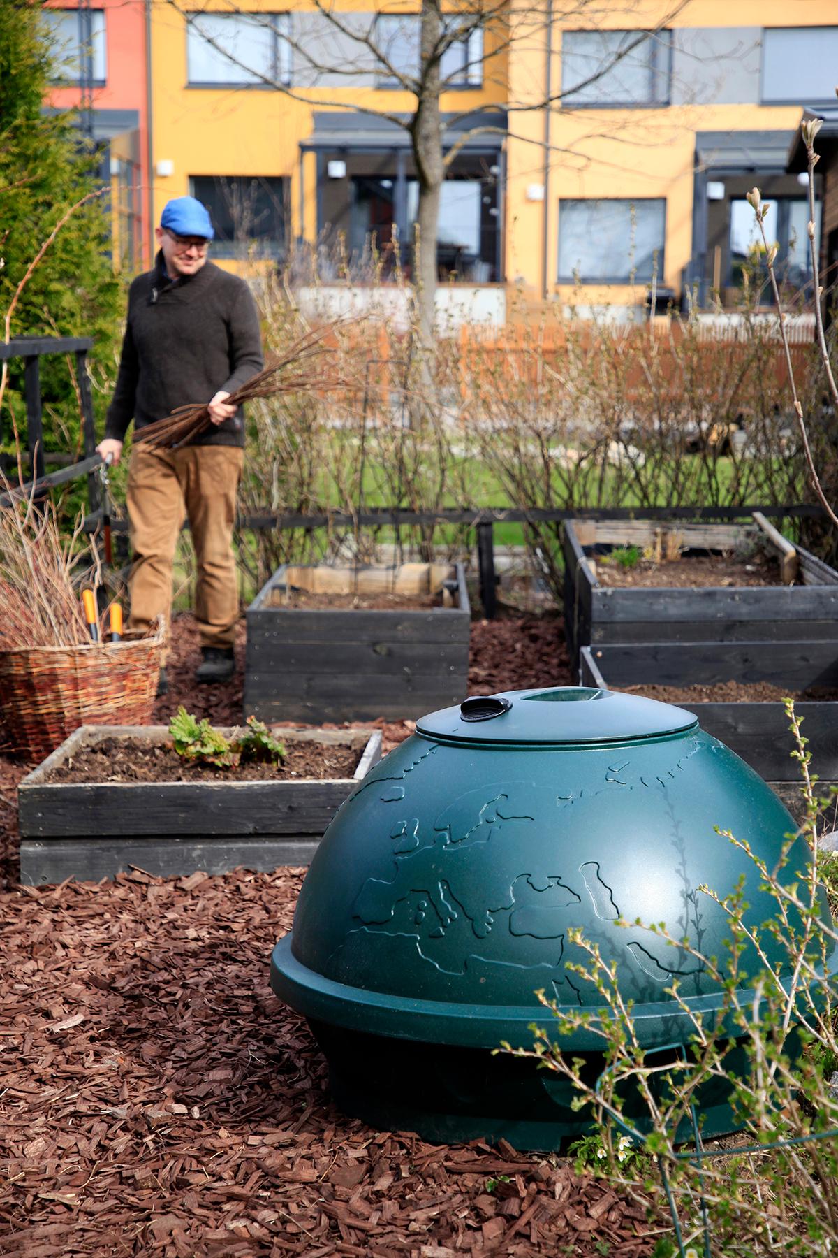 Kompostbehållare i trädgården